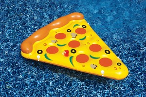 Have fun in the pool with a pizza float!