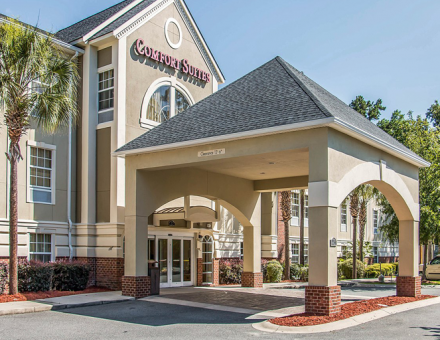 Comfort Suites Bluffton Hotel Entrance