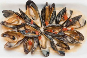 Chef Lee's Cozze Pernod: PEI Mussels sautéed in garlic and finished with a Pernod creme fraiche. Photo: W Photography